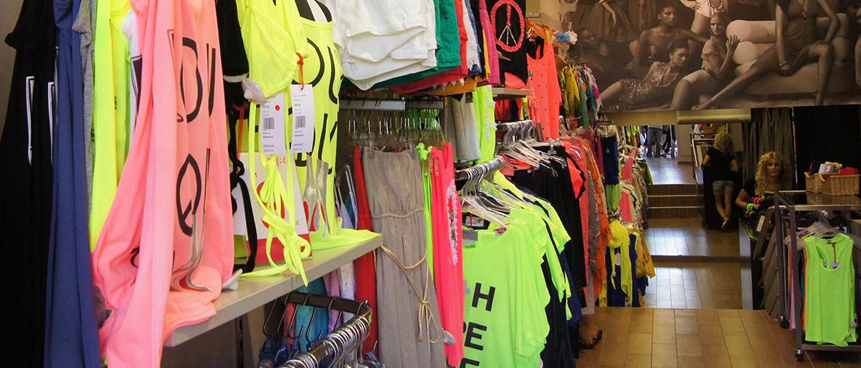 9adb9688015 Αλυσίδα καταστημάτων γυναικείων ρούχων DEFILE